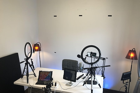 Podcast Professional Studio - East Side Prof. Office Podcast Studio