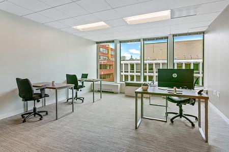 District Offices Farragut - Spacious Corner office