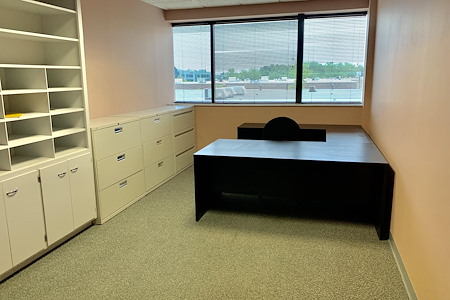 Auxano Studio and Business Center - Executive Office