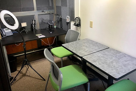 NextSpace Santa Cruz powered by Pacific Workplaces - Cove Meeting and Podcast Room