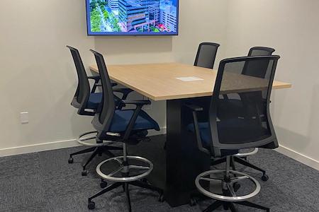 CoSuite® Brickell - Medium Conference Room