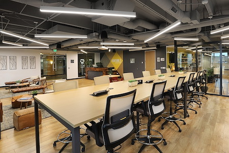 Venture X   Denver South - Shared Desk