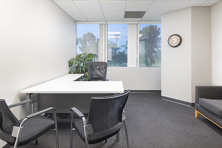 (PCH) Park Tower - Window Office