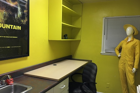 Flixmaven - Yellow Room