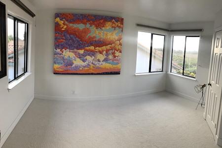 Tarete - Vibrant Meeting Room