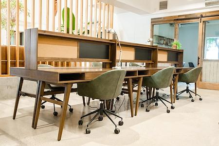 UNITA Manhattan Beach - Dedicated Desk 1