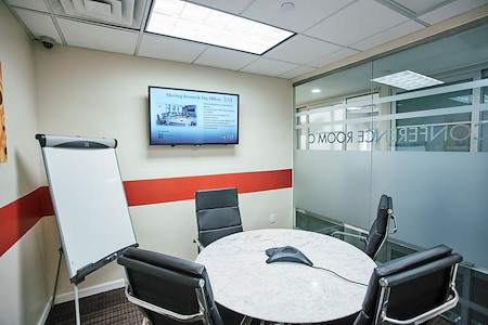 Jay Suites - 10 Times Square - Meeting Room C for 5