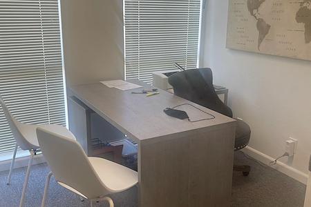 gigi baros' - 1 Office