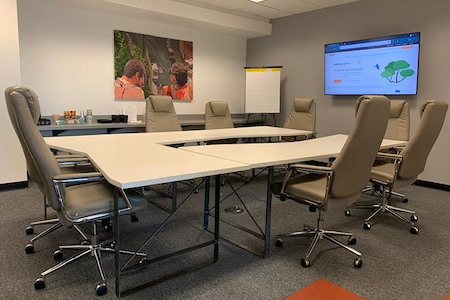 Cowork KCI - Large Conference Room