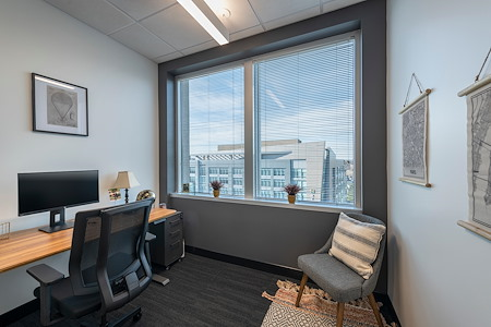 Venture X   Arlington - Courthouse Metro - Exterior 1 Person Office with Window