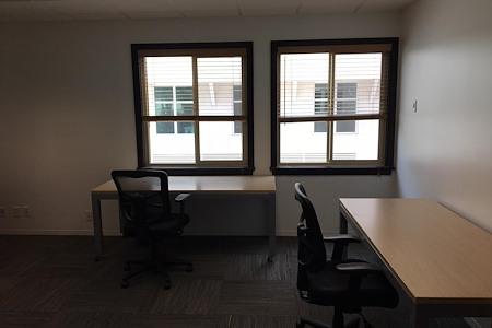 (SM4) Ocean Avenue - Window Office