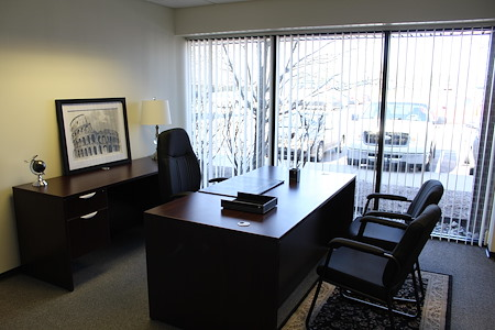 AmeriCenter of Livonia - 12 x 15 Windowed Office