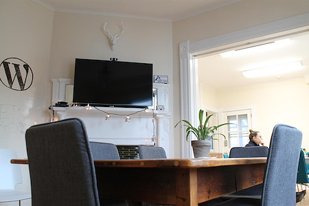 Cowork Hudson - The Lofts on Felton - Full­-Time Desk