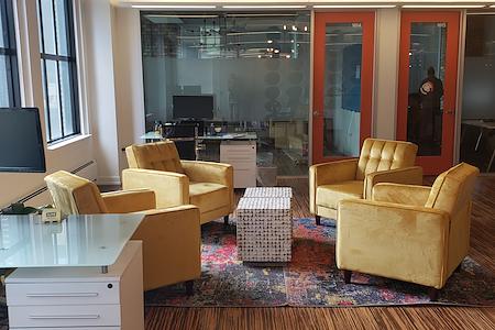 Novel Coworking West Loop - Dedicated Desk Lounge