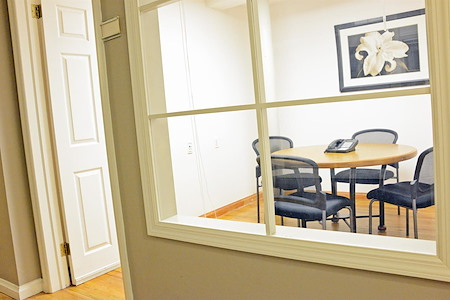 Select Office Suites Chelsea - Select Small Meeting Room #40