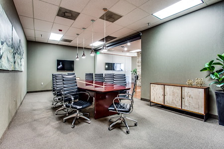 WORKSUITES | West Plano - Boardroom