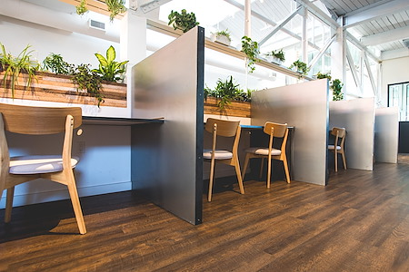 CIEL CREATIVE SPACE - Desk in Creative Coworking Space
