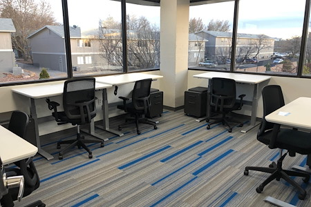 Optimum Coworking - Seven-Person Office