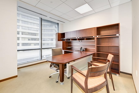 Carr Workplaces - Friendship Heights - Windowed Executive Office