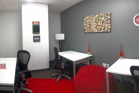 Regus | Mid-Market - Interior Co-Working Desk