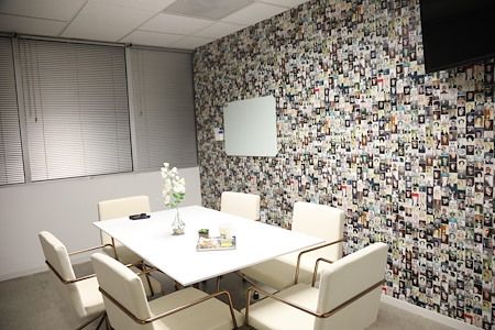 OnePiece Work Hollywood - Plastic Conference Room