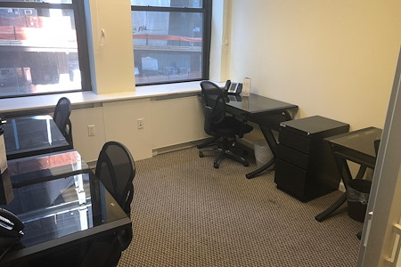 Jay Suites Madison Avenue - Private Window Office for 4