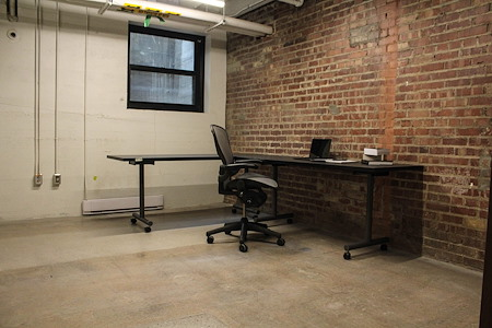 desk chair coworking - Ground Words ( Makers Space )