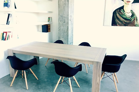 Verus Gallery Space - Team table