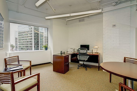 Carr Workplaces - Dupont - 4-Person Windowed Office
