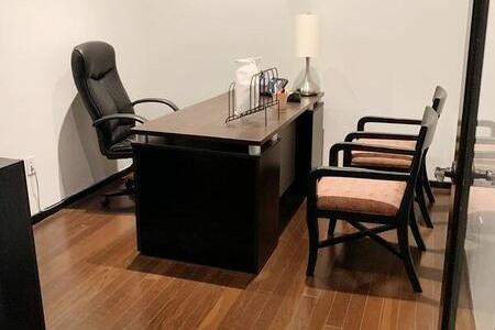 Marleah Leslie & Associates - Office and Desk for Assistant