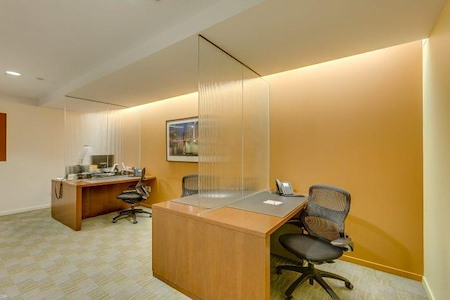 Carr Workplaces - Aon Center - Touchdown Desk