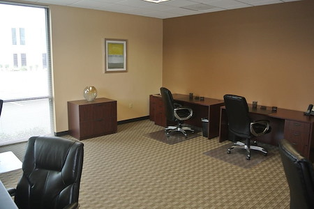 Orlando Office Center at Colonial Town Center/Downtown - Office 114 - Window team Space for five