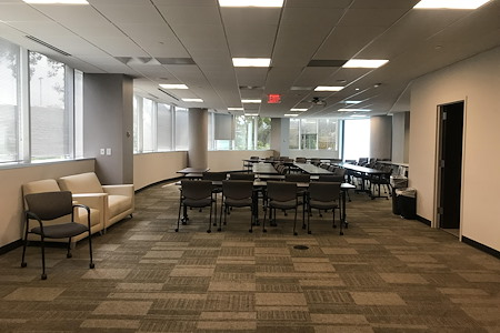 Office Evolution - Tysons Corner - Crescent Conference Room