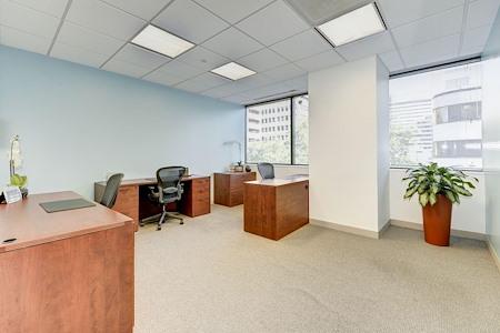 Carr Workplaces - Bethesda - Touchdown Desk
