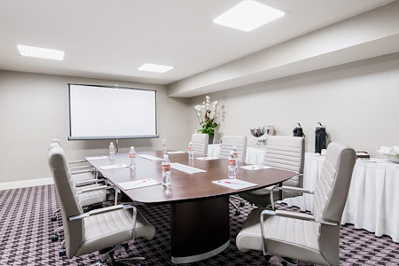 Crowne Plaza Los Angeles Commerce - Executive Boardroom