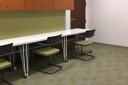 Carr Workplaces - Aon Center - Great 4 person solution!