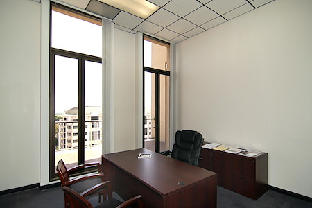 (PAS) 790 East Colorado - Window Office