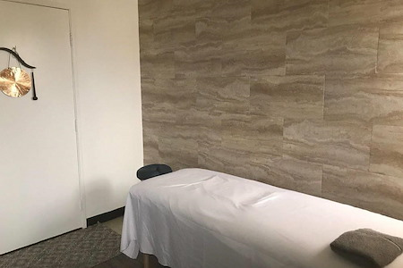 Beverly Hills Medical Towers - Medical or Holistic Treatment room