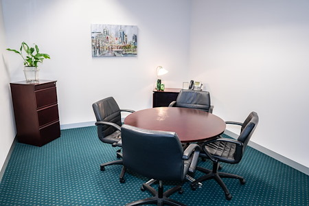 Servcorp 101 Collins Street - Level 18 - Meeting Room   5 people