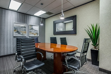 WORKSUITES   Park Cities - Conference Room 2