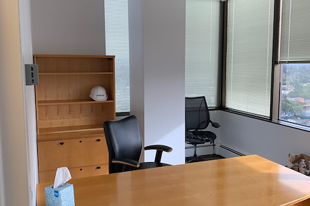 Waddell & Reed - Office 1 & Assistant place available