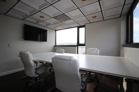 YR Partners Shared Space - Office 4
