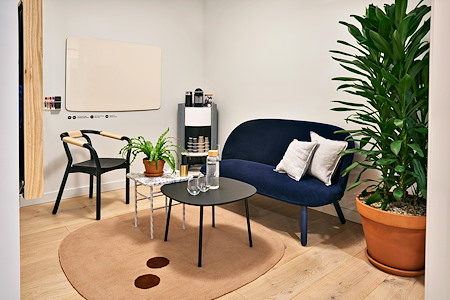 Meet In Place- 3rd Ave - Small Salon