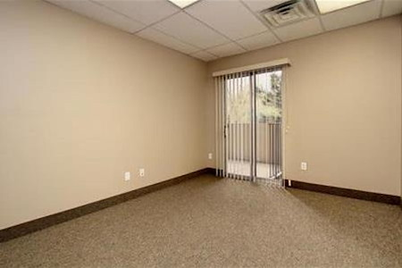 Handshakin HQ - Private Office