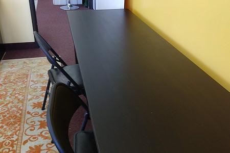 R Space Community - Hot Desk