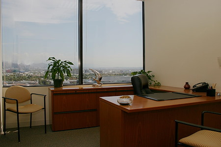 (BH1) Beverly Hills Triangle 1 - Exterior Office
