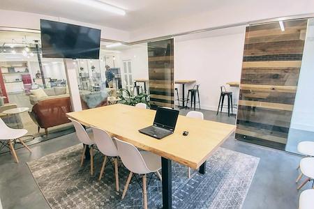 Work2gether - Fishbowl Meeting Room