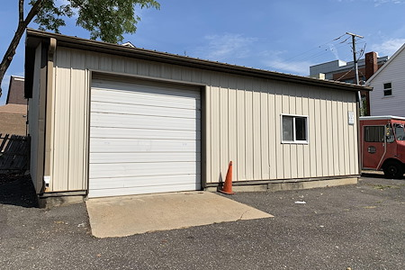 2244 S Shirlington Rd - Studio Garage