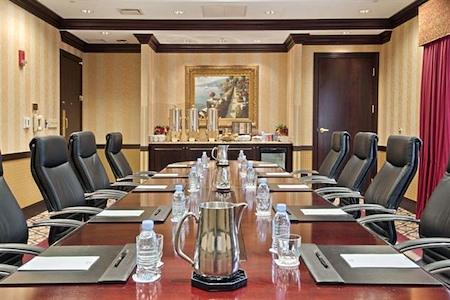 DoubleTree by Hilton Lisle Naperville - Lisle Executive Boardroom