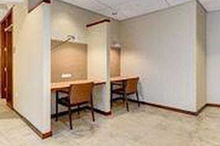 Carr Workplaces - Friendship Heights - Touchdown Desk